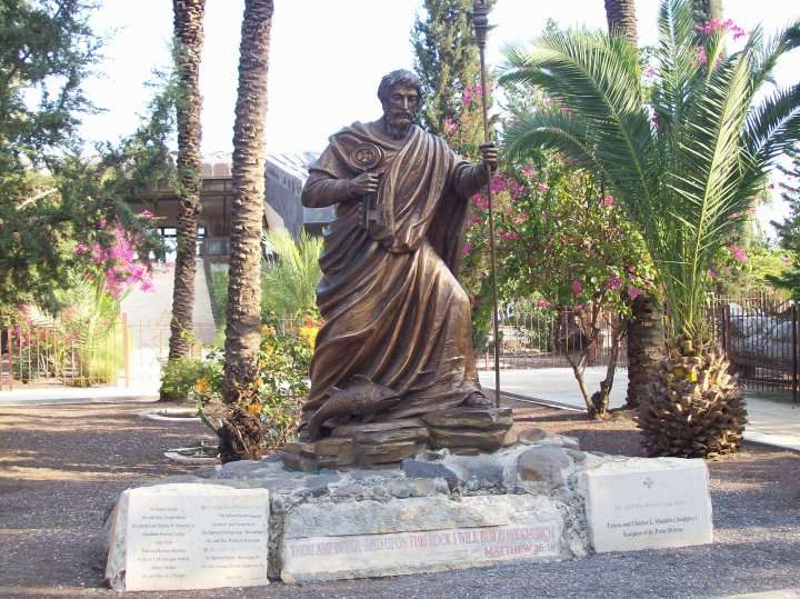 Statue of Peter at entrance to Capharnaum